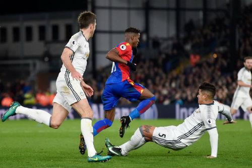 MU: Chơi xấu, Ibrahimovic và Rojo có bị FA phạt nặng? - 2