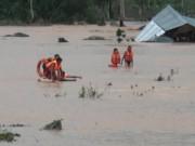 Tin tức trong ngày - Cụ ông 73 tuổi lao xuống dòng lũ cứu cô gái đuối nước