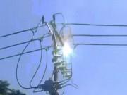 Tin tức trong ngày - Clip: Trụ điện ở Sài Gòn cháy nổ như pháo hoa