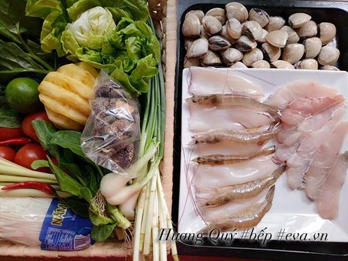 Xì xụp lẩu hải sản nóng hổi, thơm nức - 1