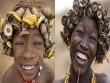 """Kì dị kiểu trang sức """"đội rác lên đầu"""" của người Ethiopia"""