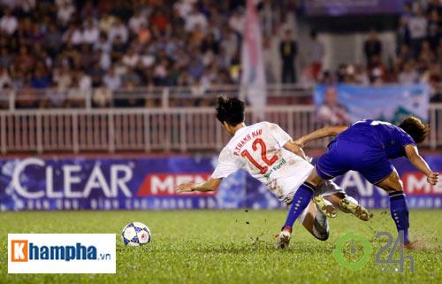 Bị Thái Lan chơi xấu, Công Phượng - Văn Toàn được bảo vệ - 1
