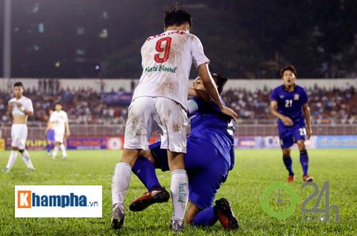 Bị Thái Lan chơi xấu, Công Phượng - Văn Toàn được bảo vệ - 3
