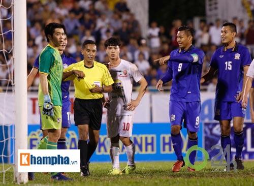 Bị Thái Lan chơi xấu, Công Phượng - Văn Toàn được bảo vệ - 9