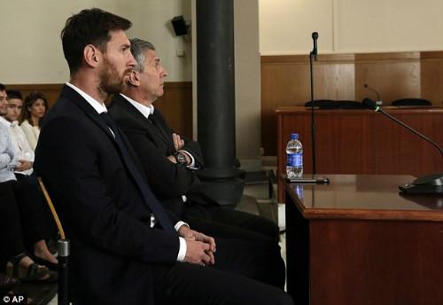 Cùng trốn thuế, Messi bị dọa bỏ tù, Ronaldo được làm ngơ - 1