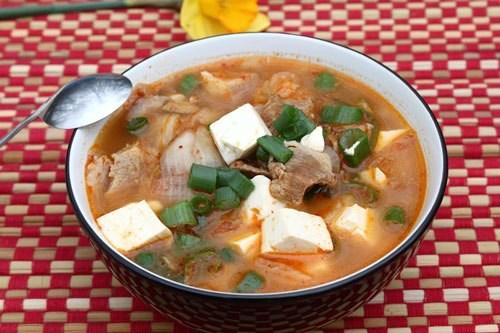 """4 biến tấu cho món canh kim chi ngon """"quên sầu"""" - 1"""
