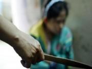 An ninh Xã hội - Ghen tuông dùng dao đâm vợ rồi đến công an đầu thú