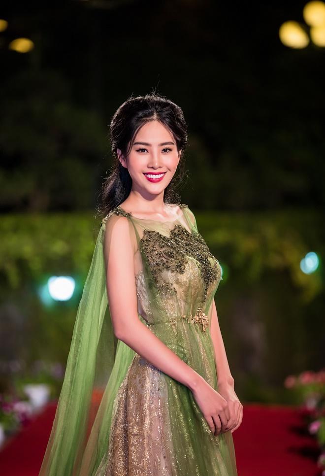 Nghe giọng ca giúp Nam Em đoạt giải tại Miss Earth - 2