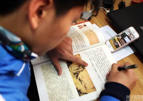 Giáo viên Trung Quốc live stream giảng bài cho học sinh ở nhà vì ô nhiễm - 2