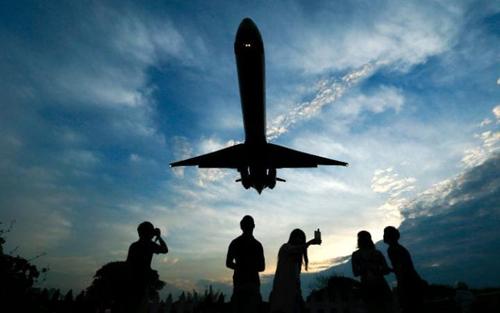 Hacker có thể kiểm soát máy bay và làm những việc không tưởng - 1
