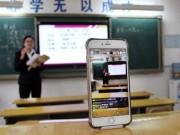 Giáo viên Trung Quốc live stream giảng bài cho học sinh ở nhà vì ô nhiễm
