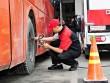 Hơn 8.000 bộ phản quang được Bridgestone trang bị miễn phí cho xe tải và xe khách