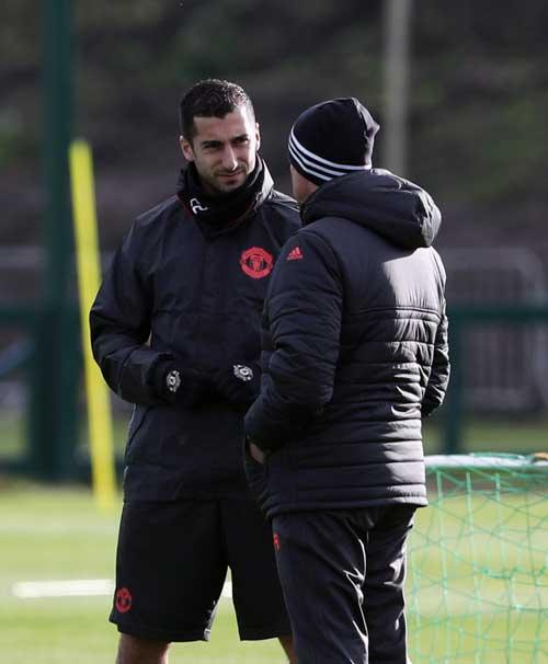 """MU: Hạ hỏa, Mourinho """"tặng quà"""" cho học trò - 3"""