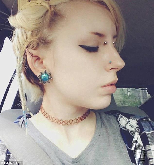 """Cô gái 9X quyết định """"dao kéo"""" để có đôi tai """"yêu tinh"""" - 5"""