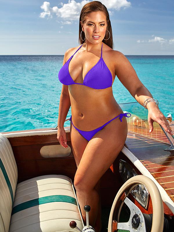 Cô béo đẹp nhất Hollywood diện corset ''o ép'' vòng 1 khủng - 2