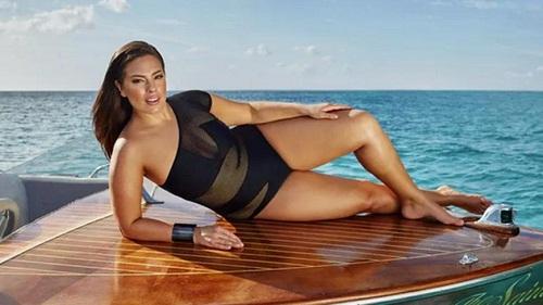 Cô béo đẹp nhất Hollywood diện corset ''o ép'' vòng 1 khủng - 4
