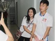 U21 HAGL tri ân khán giả, fan nữ ôm chầm Xuân Trường