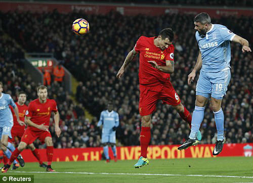 Liverpool - Stoke City: Đã hay còn gặp may - 1