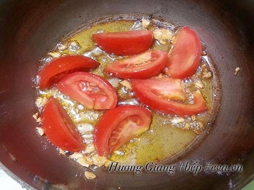 Canh dưa chua nấu tóp mỡ đơn giản mà ngon cơm - 4