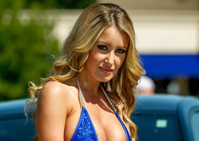 Dù đã bước sang tuổi 33, song người đẹp vẫn giữ được vẻ nóng bỏng, mặn mà như thiếu nữ.