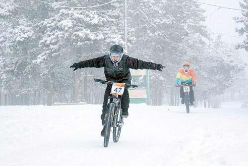 Liều lĩnh & điên rồ: Đua xe đạp ở -40 độ C - 7