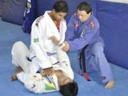 Thể thao - Xúc động: Nhờ võ thuật 2 cậu bé Down hóa người hùng