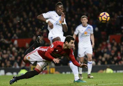 Mourinho không mơ vô địch, lo MU gặp họa vì... Ibra - 1