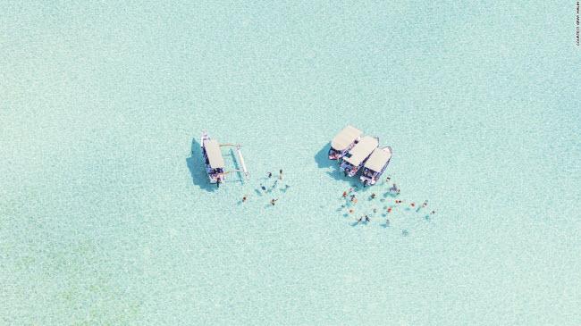 Đảo Bora Bora thuộc quần đảo Polynesia, được coi là thiên đường nghỉ dưỡng ở Thái Bình Dương. Tới đây, du khách có cơ hội đắm mình trong nước biển trong xanh và khám phá hệ sinh thái san hô đa dạng.