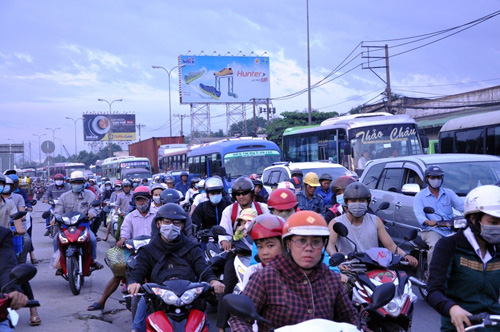 Người dân đổ về quê ăn Tết, Sài Gòn bất ngờ không kẹt xe - 2