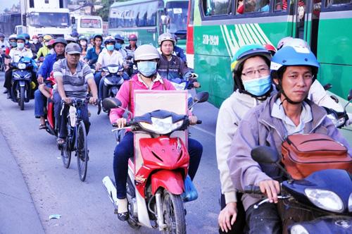 Người dân đổ về quê ăn Tết, Sài Gòn bất ngờ không kẹt xe - 5