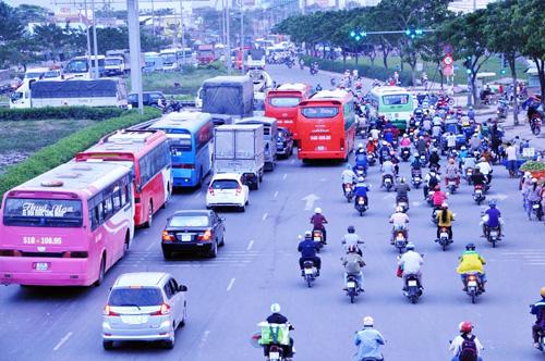 Người dân đổ về quê ăn Tết, Sài Gòn bất ngờ không kẹt xe - 3