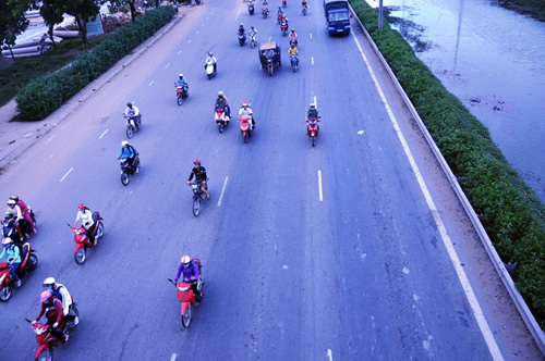 Người dân đổ về quê ăn Tết, Sài Gòn bất ngờ không kẹt xe - 4