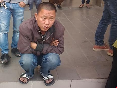 """Người đàn ông khóc vì bị """"bỏ rơi"""" ở Bến xe Mỹ Đình - 2"""