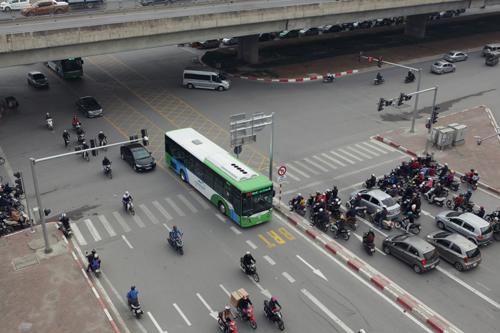 Toàn cảnh ma trận giao thông nơi xe buýt nhanh đi qua - 3