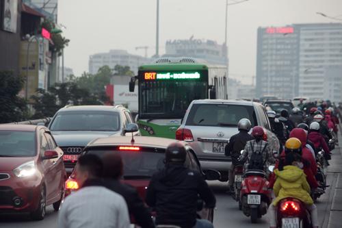 Toàn cảnh ma trận giao thông nơi xe buýt nhanh đi qua - 4