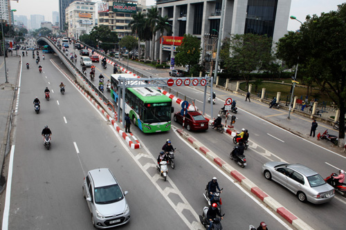Toàn cảnh ma trận giao thông nơi xe buýt nhanh đi qua - 9