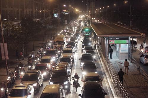 Toàn cảnh ma trận giao thông nơi xe buýt nhanh đi qua - 6