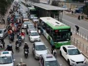Tin tức trong ngày - Toàn cảnh ma trận giao thông nơi xe buýt nhanh đi qua