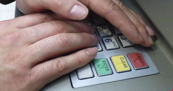 Vì sao mật khẩu ATM chỉ có 4 kí tự? - 1