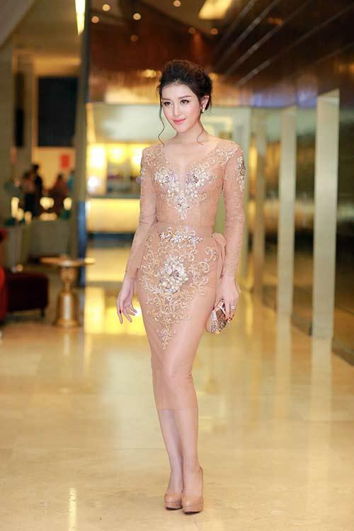 4 kiểu mặc táo bạo nhất năm qua của mỹ nữ Việt - 3