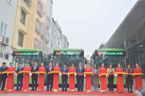 Chủ tịch Hà Nội trải nghiệm buýt nhanh ngày khai trương - 2