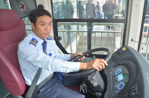 Chủ tịch Hà Nội trải nghiệm buýt nhanh ngày khai trương - 10