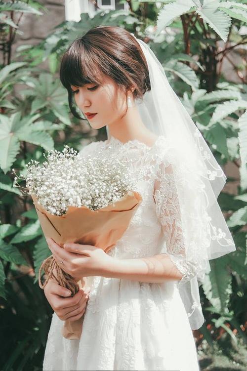 """Nhiều hot girl """"thua"""" nhan sắc vợ mới cưới của MC Trần Ngọc - 4"""