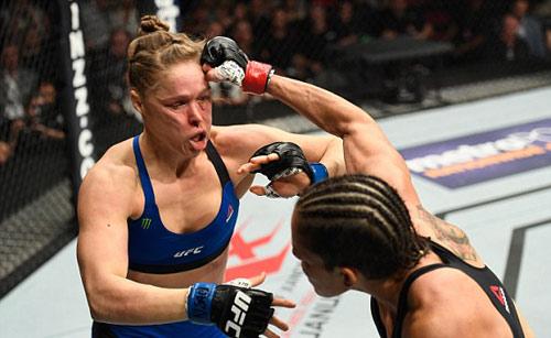 UFC, R.Rousey - A.Nunes: Nằm sàn sau 48 giây - 1