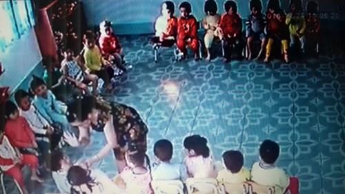 Lộ clip giáo viên đánh trẻ mầm non: Chỉ là hù dọa? - 2