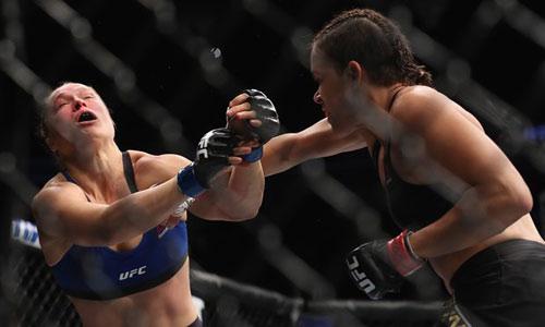 """UFC: Rousey quá yếu, đã thua là bị cho """"nằm sàn"""" - 1"""