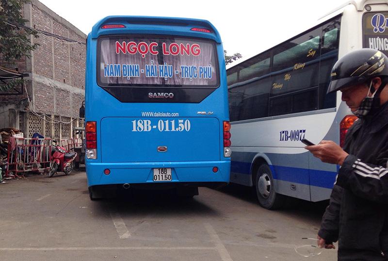 """HN: Hành khách bức xúc vì bị nhà xe """"bỏ rơi"""" ở bến Mỹ Đình - 3"""