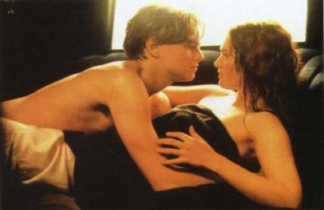 Cảnh tình tự trong xe ô tô giữa con tàu Titanic của Jack và Rose là một trong những cảnh ấn tượng nhất của bộ phim Titanic. Đạo diễn James Cameron đã biến cảnh phim này thành cảnh phim kinh điển không ai có thể quên giữa Leonardo DiCaprio và Kate Winslet.