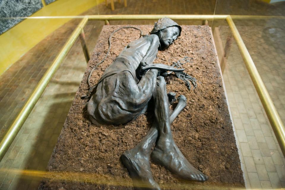 Bí ẩn loạt xác ướp 2.000 năm vẫn nguyên da và nội tạng - 4