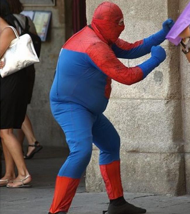 """Ôi giời,  """" Người nhện """"  bây giờ béo quá."""